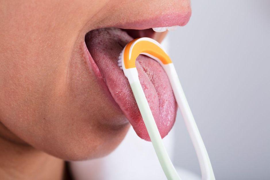 3 razones por las que necesitas un limpiador de lengua para mejorar tu salud bucal