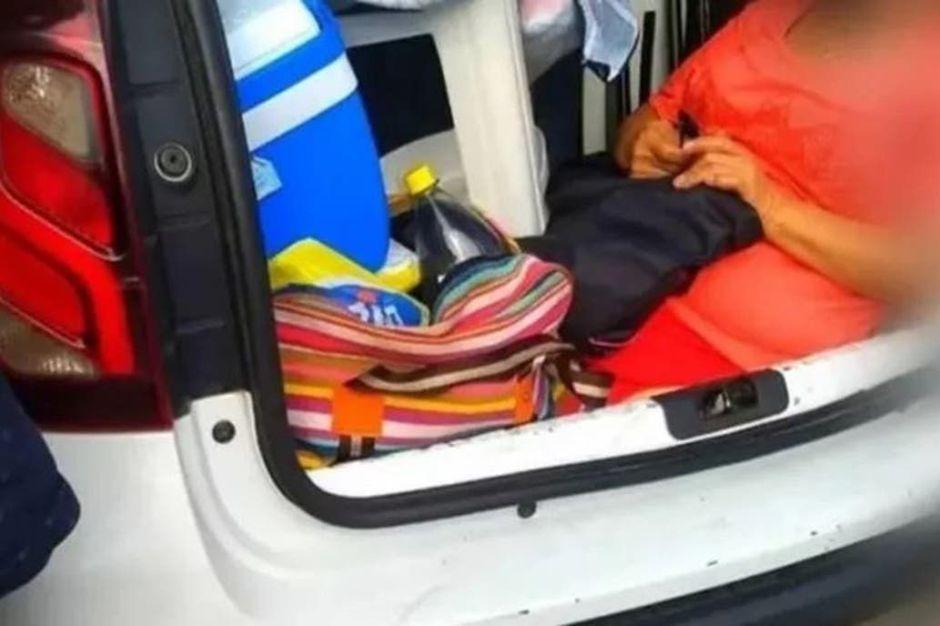 Viajó en auto a Brasil y metió a la suegra en el baúl…¿por tacaño?