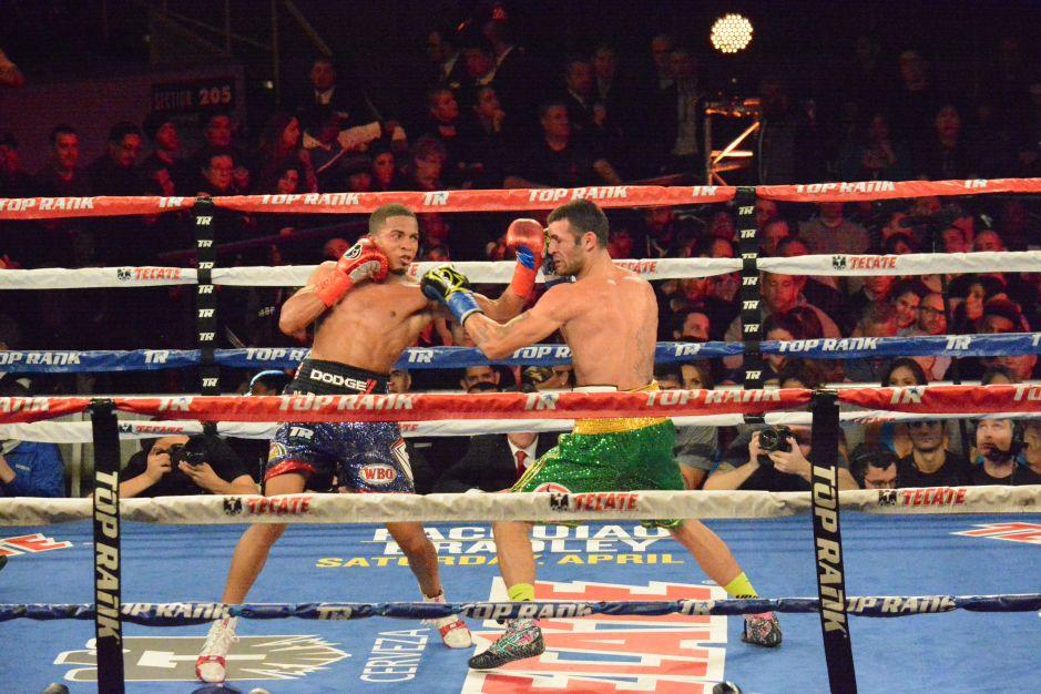 El promotor Frank Warren espera que el boxeo regrese a su normalidad en tres meses