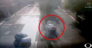 Pasa la licencia de manejar y 10 minutos después choca el auto y cae al río