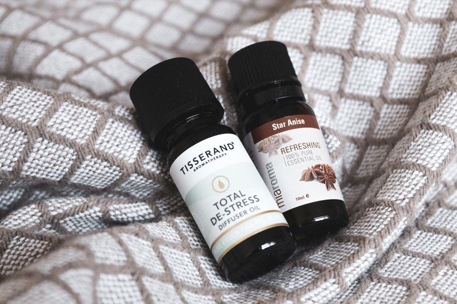 Productos y aceites relajantes para mantener la tranquilidad y quitar la ansiedad mientras trabajas desde la casa