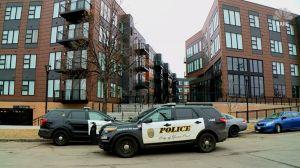 Madre habría lanzado a su hijo de 11 años desde el balcón de cuarto piso de Minnesota