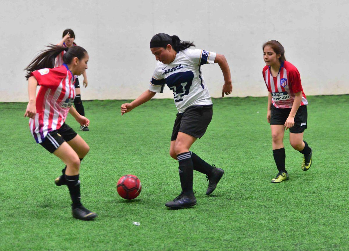 Los juegos femeniles son el domingo en las canchas de Chicago Sports Complex. (Javier Quiroz / La Raza)