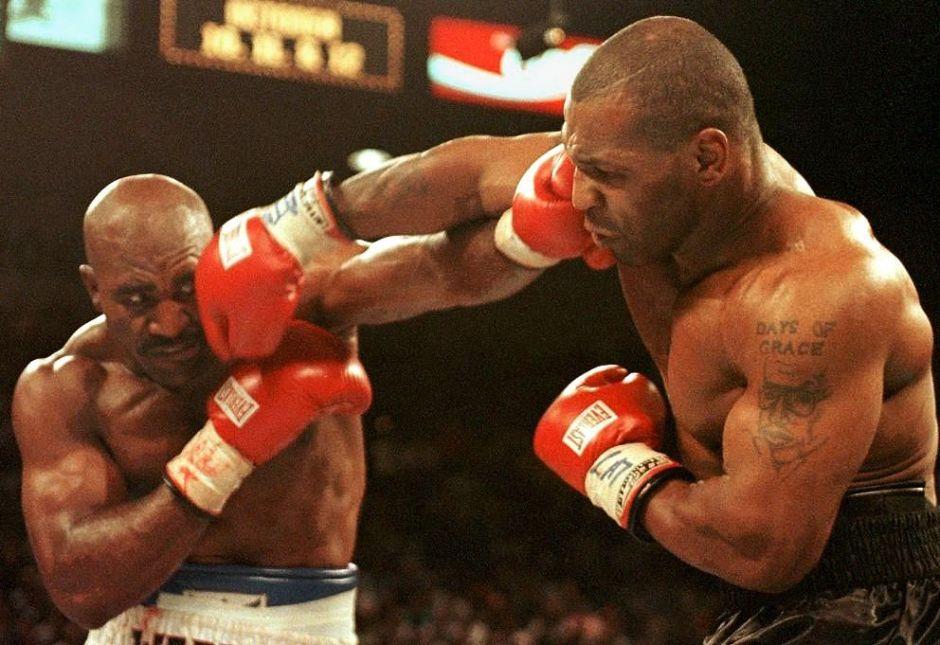 Mike Tyson entrena de una forma muy peculiar en la cuarentena: ¡Le muestra a su perro cómo golpear!