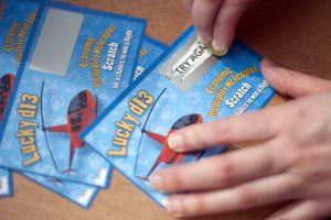 Por hacer un favor a un amigo ganó a un premio de lotería de $4 millones