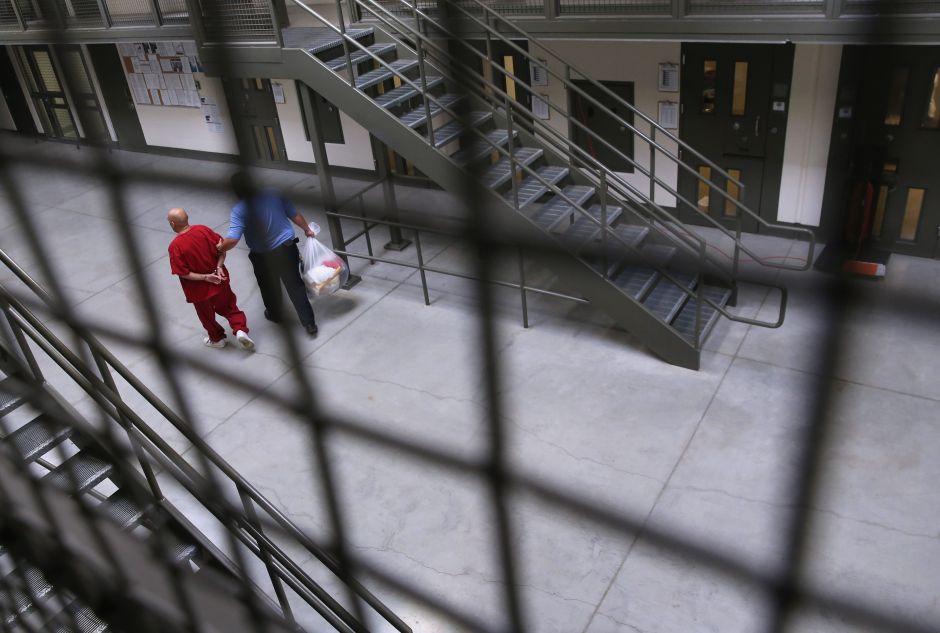 350 inmigrantes en cárcel de ICE hacen huelga de hambre debido a pandemia del coronavirus