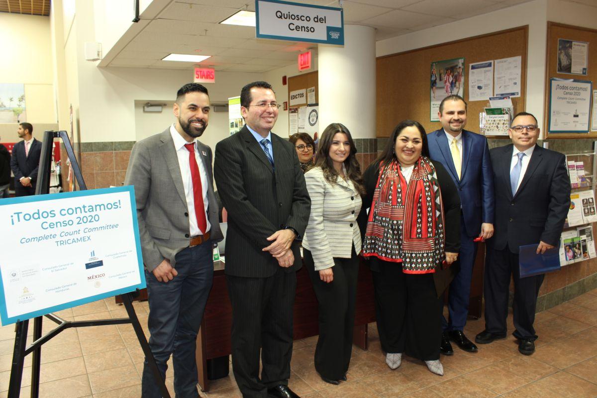 Consulado mexicano inaugura quiosco para impulsar el Censo 2020 en Chicago