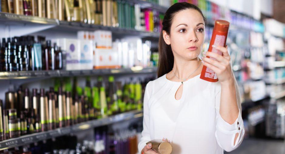 5 shampoos que eliminarán la caspa de tu cuero cabelludo por menos de $30