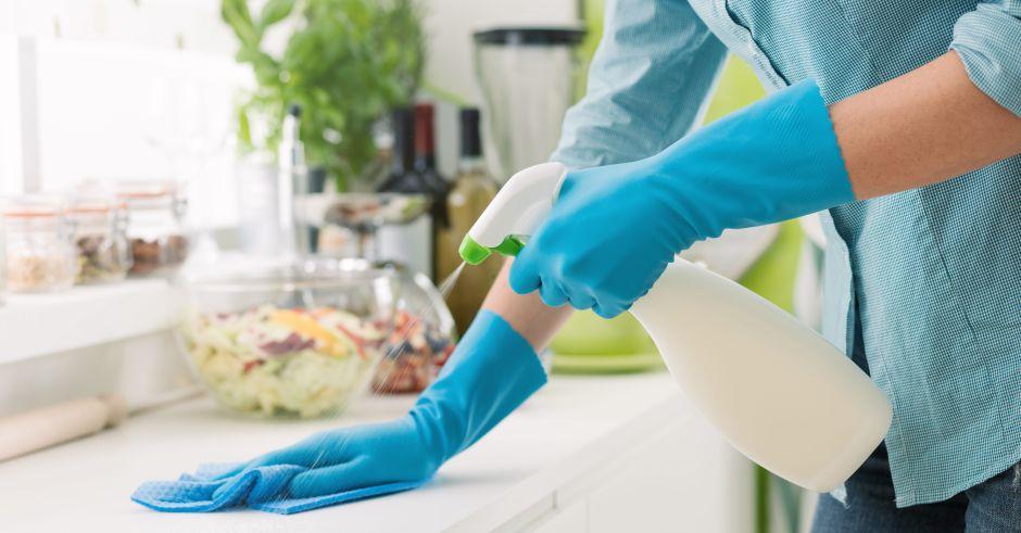 Los 4 mejores sprays para limpiar las superficies de gérmenes y sucio en la casa