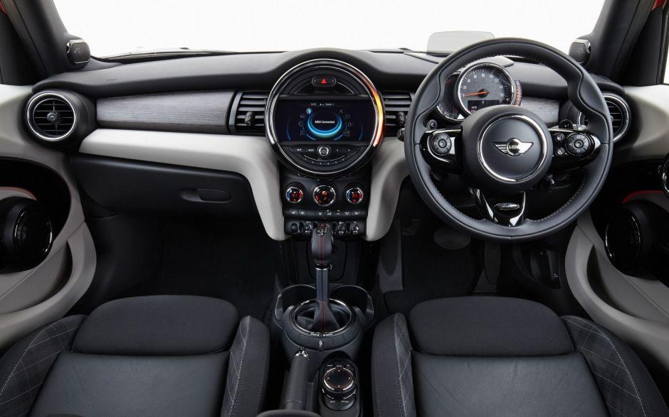 ¿Por qué algunos autos tienen el volante del lado derecho?
