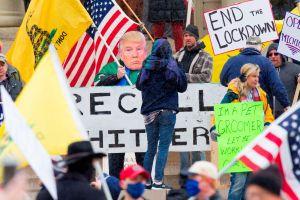 Líder de protesta en contra del cierre por coronavirus da posititvo en COVID -19