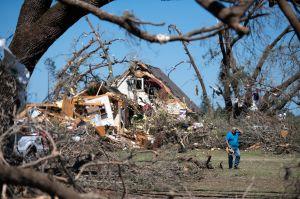 Buscan ayudar a las comunidades afectadas por el tornado en Illinois