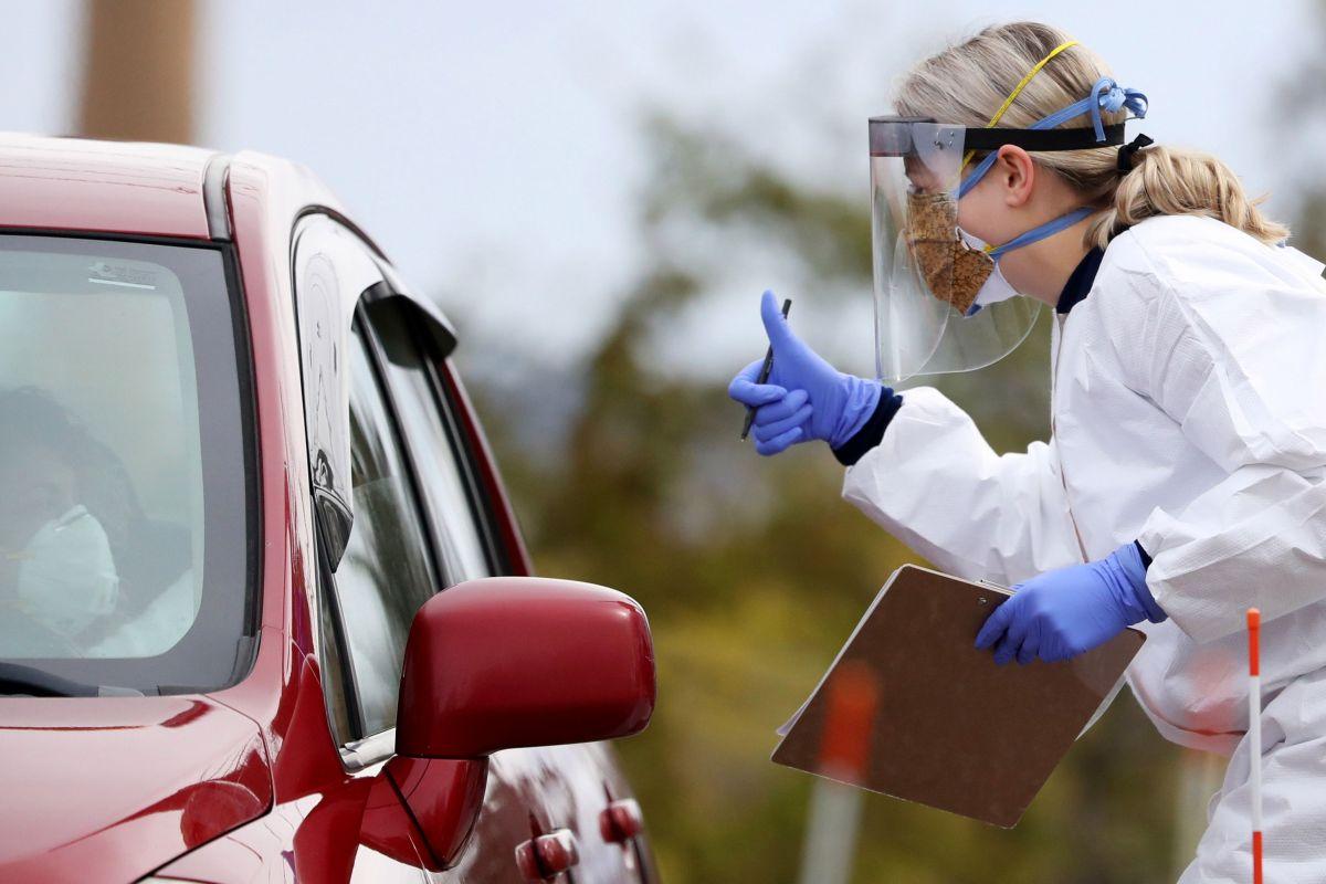 Los empleados que encargados de recolectar pruebas mantendrán la seguridad usando equipo de protección personal.