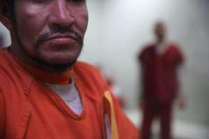 Revelan violaciones a las medidas sanitarias para mitigar el coronavirus en un centro de detención de inmigrantes en el condado Pulaski de Illinois