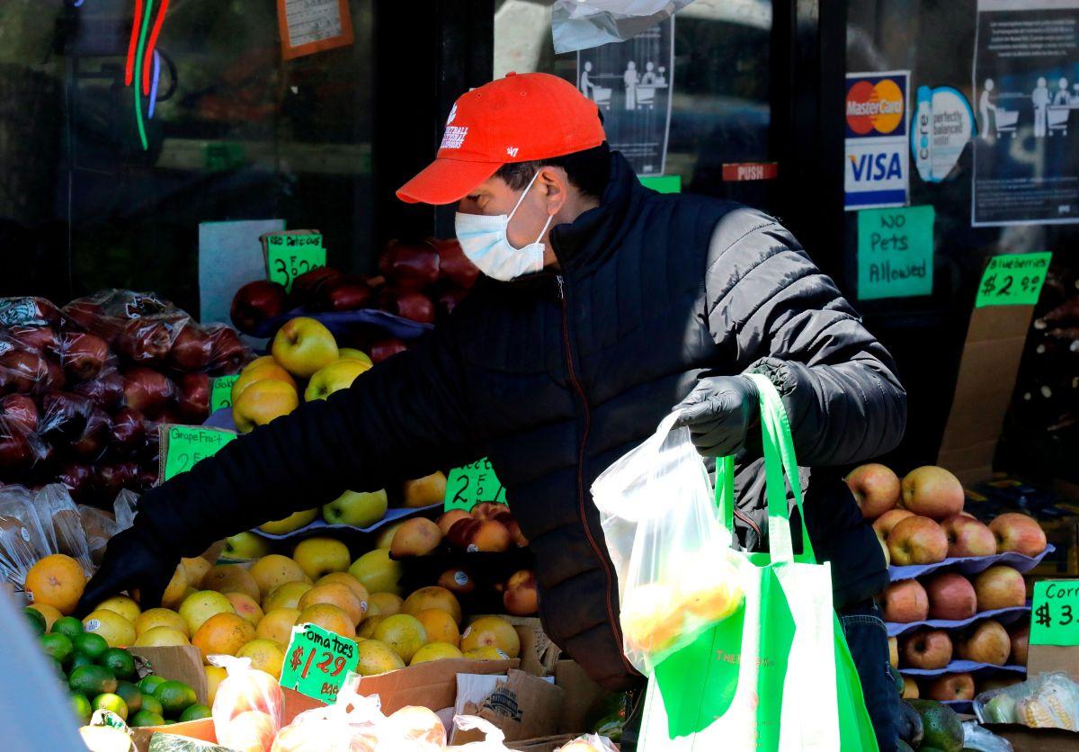 Ayudar económicamente a indocumentados durante la pandemia es lo correcto