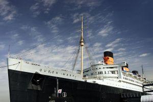 Con hospital improvisado, un buque histórico y mucho ruido: así enfrenta Long Beach la pandemia