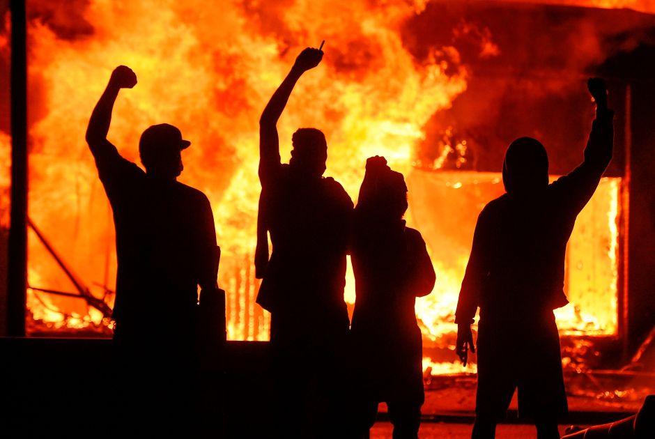 Toque de queda en Chicago y otras ciudades tras disturbios en protestas por la muerte de George Floyd y la brutalidad policial