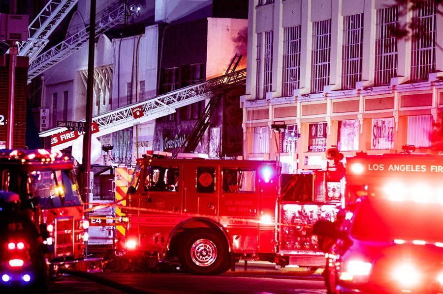 El lugar de la explosión en el centro de Los Ángeles.
