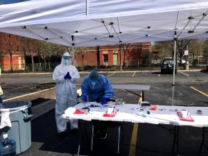 Hospitales y clínicas comunitarias de Chicago en la primera línea contra la pandemia de coronavirus
