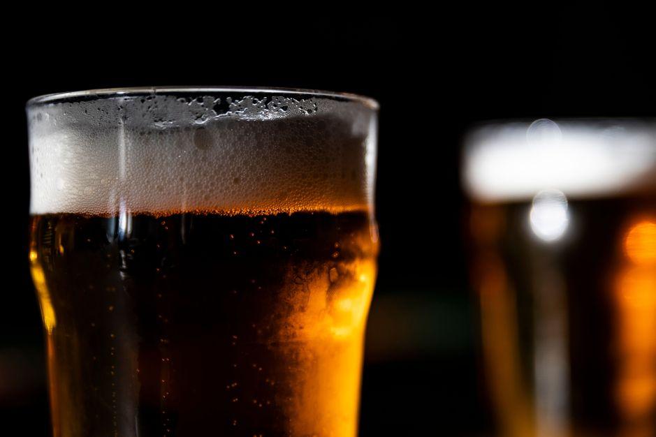 """A $17 dólares el six-pack: Lanzan cerveza de la trampa en """"honor"""" a los Astros de Houston"""