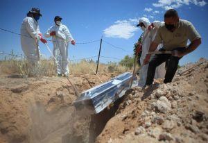 """México a punto de llegar a las 10,000 muertes por coronavirus, AMLO dice que pandemia está """"domada"""""""