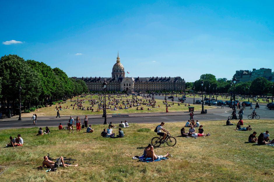 París recupera sus parques tras confinamiento