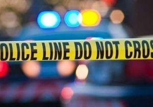 La policía acudió a la escena de un accidente en el centro de Miami, al llegar descubrieron un muerto con un disparo