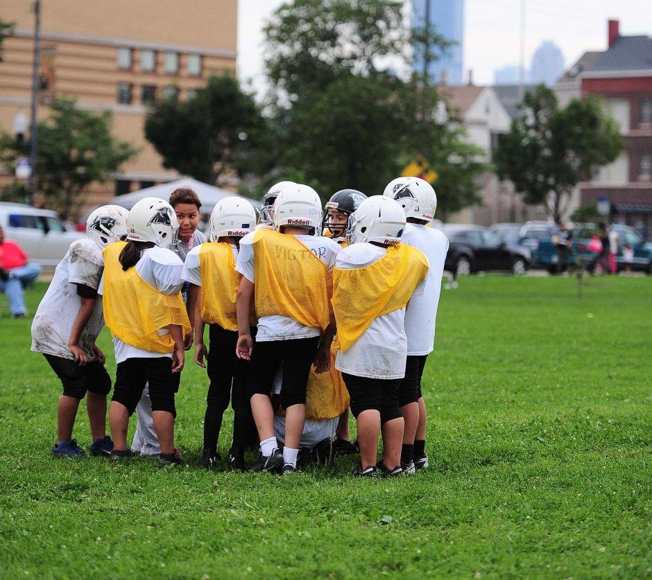 Suspenden a un entrenador de fútbol en Miami por entrenar con niños en plena pandemia