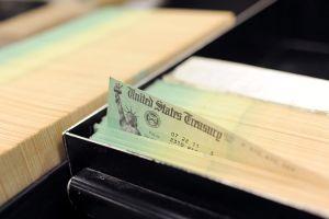 Cómo hago efectivo el cheque de $1,200 si no tengo cuenta de banco