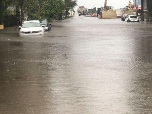 Las fuertes inundaciones en el centro de Miami dificultan la reapertura de los negocios