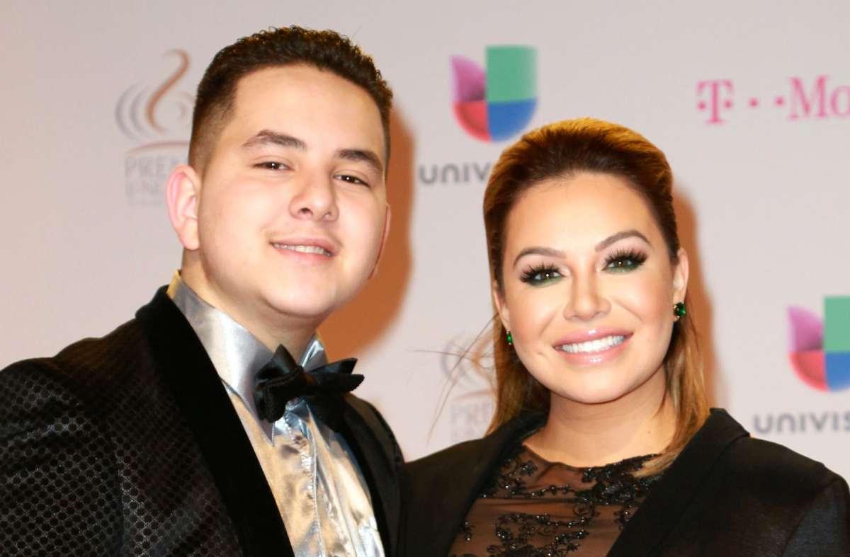 Fan de Lorenzo Méndez acusa a Johnny, hermano de Chiquis Rivera, de los  supuestos problemas entre la pareja | La Raza