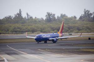 Aún no establecen identidad de hombre impactado por avión de Southwest Airlines en pista de aterrizaje en Texas
