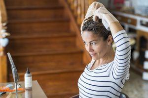 Café y otros productos naturales para teñirte el pelo en casa