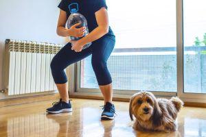 7 objetos que tienes en casa con los que puedes hacer ejercicio y obtener grandes resultados