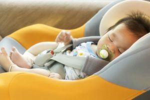 5 consejos para que los niños viajen seguros en el auto