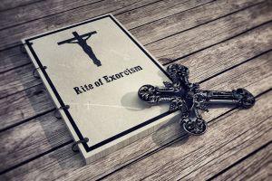 Detienen a pastor en Sudáfrica tras matar a niñas a golpes durante ritual de exorcismo