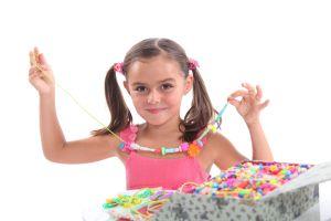 ¿ Cuáles son los mejores productos para crear manualidades con tus hijos en casa?
