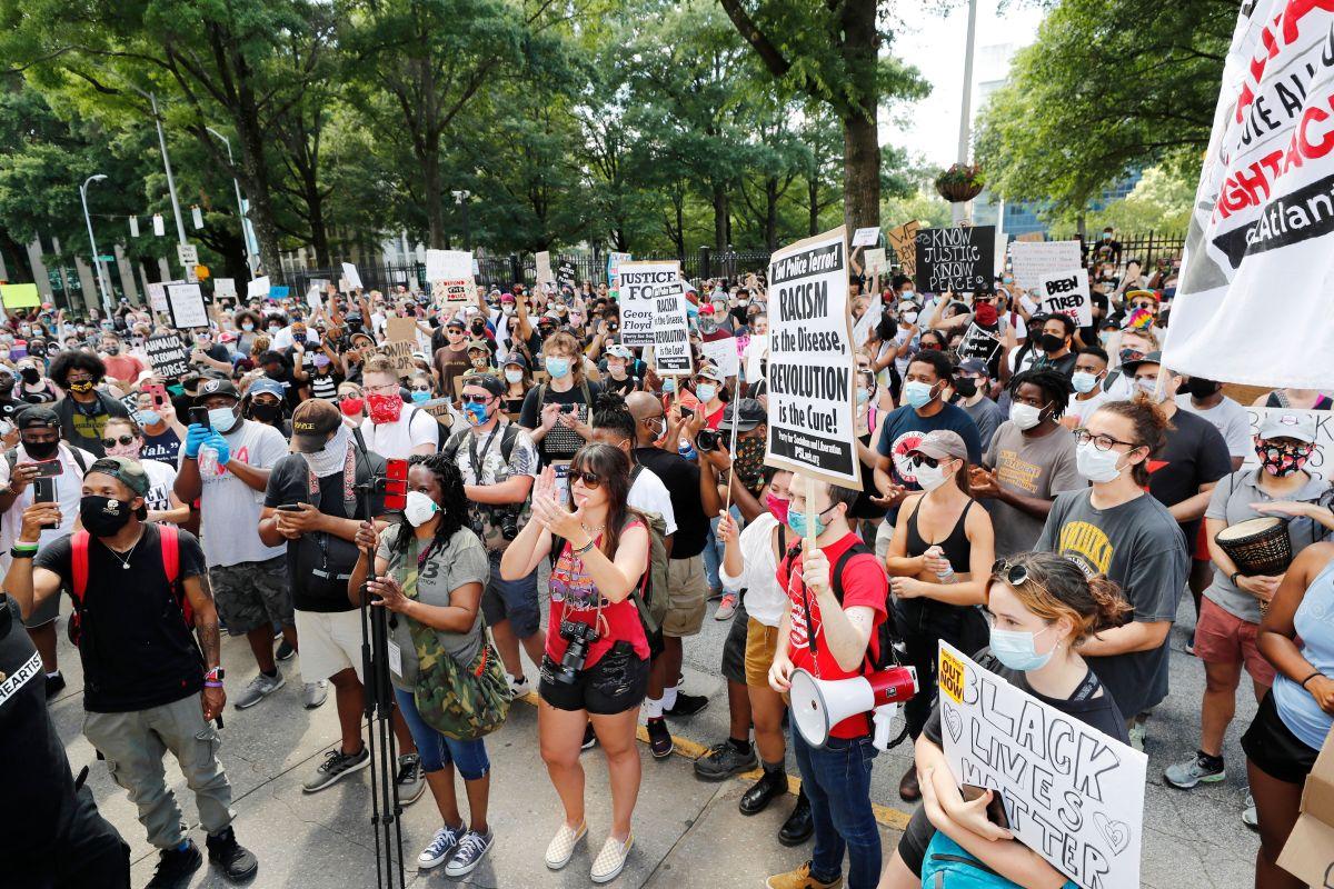 Manifestantes queman el Wendy's de Atlanta donde policías mataron al afroamericano Rayshard Brooks