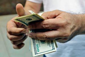 IRS: Quienes no han recibido cheque de estímulo por no presentar impuestos aún están a tiempo