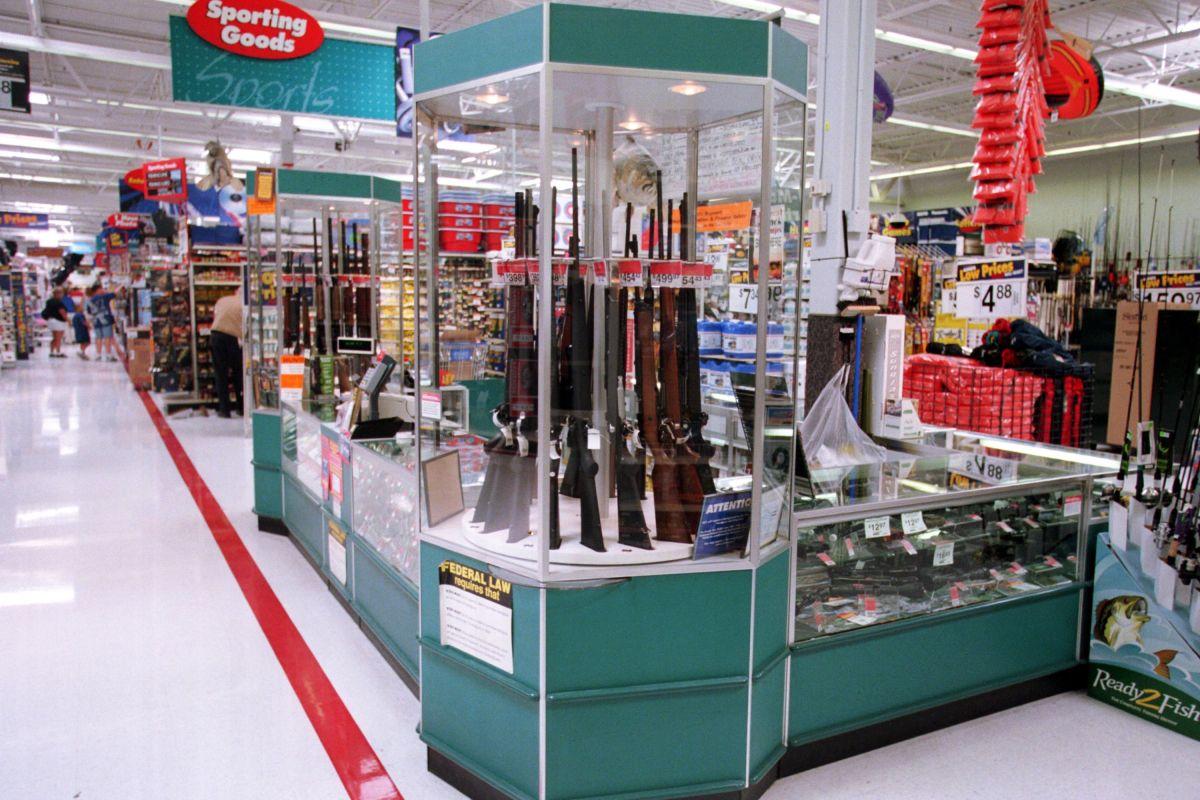 En 2019 la compañía prohibió a sus clientes portar armas a sus tiendas y anunció que limitaría la venta de municiones.