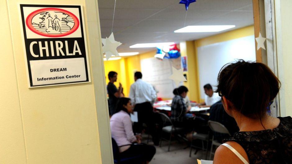 Ayuda de $500 dólares a inmigrantes indocumentados en California, entre la frustración y el alivio