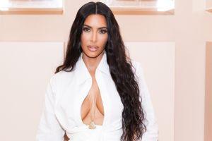 Mujer confiesa su rutina para parecerse a Kim Kardashian