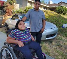 Samaritano dona camioneta para transportar a niña en silla de ruedas