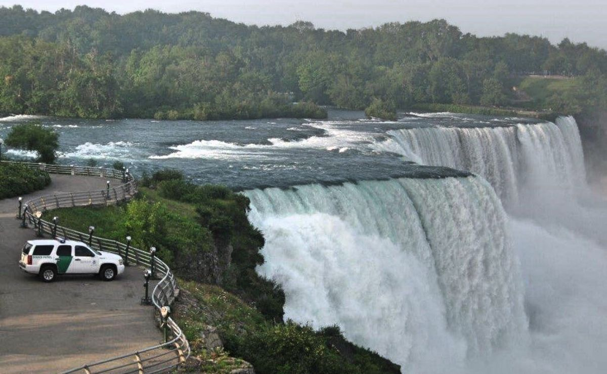 Multan a ciudadano estadounidense por ingresar ilegalmente a EE.UU. por las cataratas del Niagara
