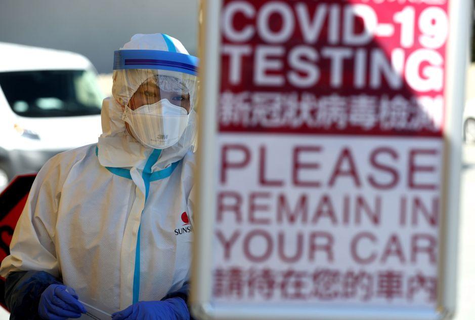 La Administración Trump finaliza el apoyo federal a sitios de prueba de coronavirus desde autos