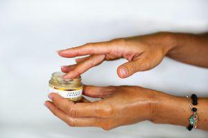 6 cremas anti-edad por menos de $40 que puedes conseguir en Amazon