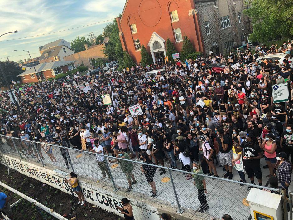 Latinos repudian el racismo y exigen justicia en Chicago