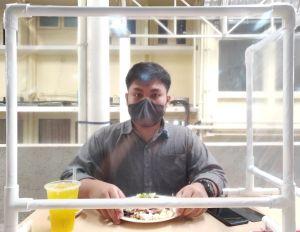 """Protectores de material transparente o """"Sneeze Guards"""": ¿Cómo nos protegen de enfermarnos y dónde comprarlos?"""