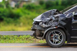 Un accidente automovilístico reveló que le era infiel a su esposa con su hermana