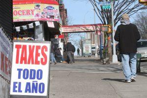 El recordatorio del IRS a contribuyentes que no hablan inglés ante fecha límite de declaración de impuestos